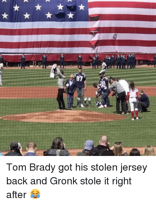 Memes, Tom Brady, and Back: 87 Tom Brady got his stolen jersey back and Gronk stole it right after 😂