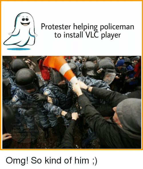 Memes, Protest, and India: Funn  India  and voted  10  Protester helping policeman  to install VLC player Omg! So kind of him ;)