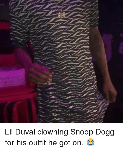 Lil Duval, Snoop, and Snoop Dogg: Lil Duval clowning Snoop Dogg for his outfit he got on.  😂