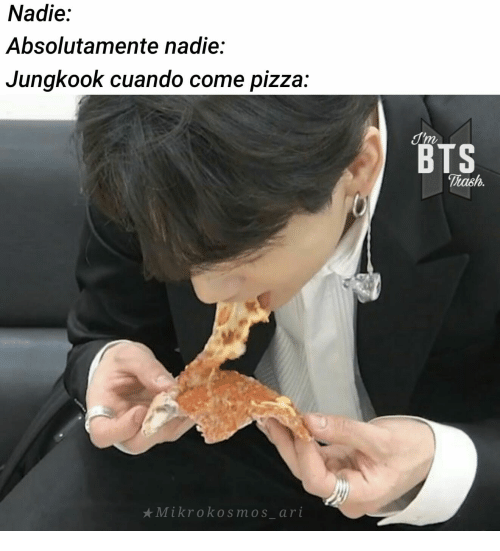 Pizza, Bts, and  Come: Nadie:  Absolutamente nadie:  Jungkook cuando come pizza:  T'm  BTS  Thash.  Mikrokosmos_ari