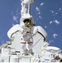 "Tumblr, Blog, and Mobile: <p><a href=""https://photos-of-space.tumblr.com/post/170862331386/astronaut-bruce-mccandless-ii-sts-41b-mission"" class=""tumblr_blog"">photos-of-space</a>:</p>  <blockquote><p>Astronaut Bruce McCandless II, STS-41B mission specialist, tests a Mobile Foot Restraint (MFR) attached to the Remote Manipulator System (RMS) aboard the Space Shuttle Challenger. [3000 x 3000]</p></blockquote>"