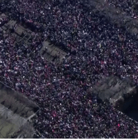 Hundreds of thousands of people take part in Women's Marches across America and the world.: »캅  7-4 Hundreds of thousands of people take part in Women's Marches across America and the world.