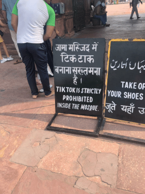 My friend is in India on exchange right now and she sent me this: जामा मस्जिद में  टिक टाक  बनाना सूरख्तमना/1U-  है।  TIKTOK IS STRICTLY YOUR SHOES  TAKE OF  PROHIBITED  INSIDE THE MOSQUE  जूते यहाँ उ- My friend is in India on exchange right now and she sent me this