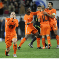 Memes, Fifa World Cup, and Netherlands: ②沙  rz Happy 34th birthday to Rafael van der Vaart! The skilful midfielder was a key player for the Dutch national side for many years. He took part in two FIFA World Cups, reaching the 2010 Final in South Africa. HappyBirthday Gefeliciteerd Proficiat vanderVaart Netherlands Oranje WorldCup @onsoranje