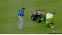 Phillie Phanatic tries copying Jose Bautista's warm ups and ends up praising him 😂👀: 仁in m Phillie Phanatic tries copying Jose Bautista's warm ups and ends up praising him 😂👀