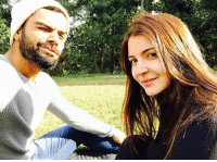 Virat Kohli clicks selfie with Anushka Sharma ❤️: 令. Virat Kohli clicks selfie with Anushka Sharma ❤️