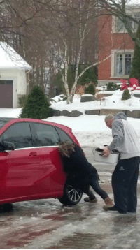 This woman trying to get in her car while slipping on ice is amazing. That laugh 😂😂 Credit TW: @ccharteryyz: 准 This woman trying to get in her car while slipping on ice is amazing. That laugh 😂😂 Credit TW: @ccharteryyz