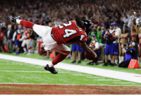 Atlanta Falcons' Devonta Freeman scores a touchdown against the New England Patriots during the first half of SuperBowl 51 in Houston. (AP Photo-Tony Gutierrez): 蜃 Atlanta Falcons' Devonta Freeman scores a touchdown against the New England Patriots during the first half of SuperBowl 51 in Houston. (AP Photo-Tony Gutierrez)