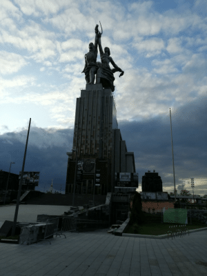 Worker and Kolkhoz Woman monument. Hammer and Sickle. They say Cut and Hammer known in the vernacular as a Cutting ( mow reap) and Hammer (ignore): 0ОЛНОВ.  RACTOD  ПИКАССО  HE TObO  2019  НОВ  ТОВ,  CCO  ТОЛЬКО  ИСТОРИЯ  МЕЧТЫ  3da 29  OTA  APAV  orEco  OPECO  o  FECS Worker and Kolkhoz Woman monument. Hammer and Sickle. They say Cut and Hammer known in the vernacular as a Cutting ( mow reap) and Hammer (ignore)