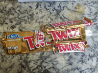 Andrew Bogut, Chocolate, and Twix: 0  cookie b  mooth chocolate crispy cookie  ET WT 3:02 0Z (85.6  ebars  size  PERFECT FOR SHARING  110  CALO  PER SERVIN  e bars  PACK  TWIX  SAT FAT SODIUM TUTAL  SUGARS  10%  6.72 02 (190.5g)  50
