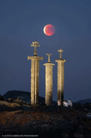 The blood moon in Hafrsfjord, Norway: 1  AUDUN GABRIELSEN PHOTOGRAPHY The blood moon in Hafrsfjord, Norway