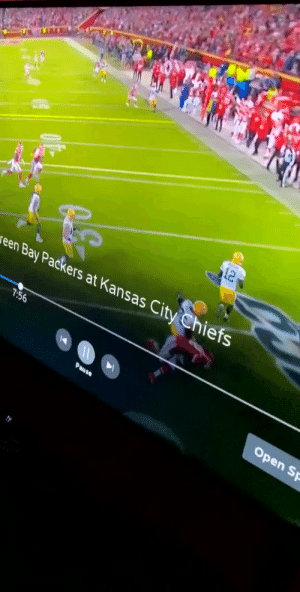 Aaron Rodgers, Football, and Kansas City Chiefs: 12  een Bay Packers at Kansas City Chiefs  7:56  Open Sp  Pause Aaron Rodgers out here breaking ankles and taking names https://t.co/yPYeJXI2Te