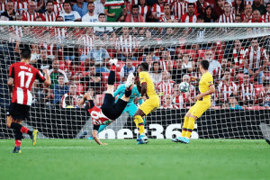 —38 years old —Subs on in the 88th minute vs. Barcelona —Scores bicycle kick to win the game in the 89th   UNREAL from Aritz Aduriz 💥: 17  R6 —38 years old —Subs on in the 88th minute vs. Barcelona —Scores bicycle kick to win the game in the 89th   UNREAL from Aritz Aduriz 💥