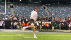 .@BakerMayfield faces the Jets for the first time since his NFL debut. #Browns  📺: CLEvsNYJ -- 8:15PM ET on ESPN 📱: NFL app // Yahoo Sports app https://t.co/Ul1Cg759A1: 33  З В .@BakerMayfield faces the Jets for the first time since his NFL debut. #Browns  📺: CLEvsNYJ -- 8:15PM ET on ESPN 📱: NFL app // Yahoo Sports app https://t.co/Ul1Cg759A1