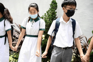 Introducing the furthest distance in the world: Pen-zoned. - Students in Hong Kong formed a human chain during the two-day class boycott as protests entered the 14th consecutive week.  📸 Stand News 立場新聞: 7  STAND S Introducing the furthest distance in the world: Pen-zoned. - Students in Hong Kong formed a human chain during the two-day class boycott as protests entered the 14th consecutive week.  📸 Stand News 立場新聞