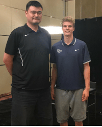 "Memes, Yao Ming, and 🤖: 7'0"" Lauri Markkanen standing next to Yao Ming! https://t.co/7bi0gUOGWK"