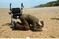 Memes, 🤖, and D-Day: 93 year old D-Day veteran returns to Omaha Beach 70 years later!