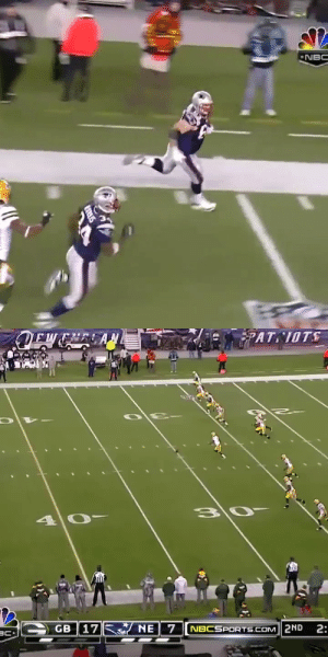 A memorable game. An even more memorable kick return. Watch 313-pound @Patriots OL Dan Connolly RUMBLE.   📺: #GBvsNE (2010) re-airs TONIGHT at 8PM ET on @NBCSN https://t.co/30CediGCdo: A memorable game. An even more memorable kick return. Watch 313-pound @Patriots OL Dan Connolly RUMBLE.   📺: #GBvsNE (2010) re-airs TONIGHT at 8PM ET on @NBCSN https://t.co/30CediGCdo