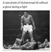 Ali, Muhammad Ali, and Wow: A rare photo of Muhammad Ali without  a glove during a fight  BLU Wow amazing