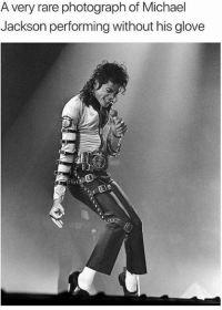 😂😝👌: A very rare photograph of Michael  Jackson performing without his glove 😂😝👌