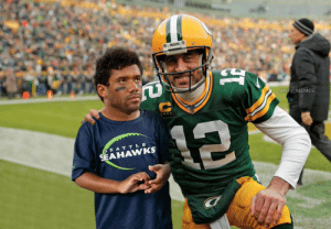 Aaron Rodgers taking some time to take a picture with a young fan! https://t.co/MKVcKAhBA8: Aaron Rodgers taking some time to take a picture with a young fan! https://t.co/MKVcKAhBA8