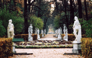 allthingseurope:The Summer Garden, Saint Petersburg (by Fisss): allthingseurope:The Summer Garden, Saint Petersburg (by Fisss)