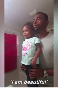 Dad motivates his little girl before school: am beautiful Dad motivates his little girl before school