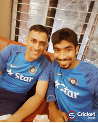Jasprit Bumrah Clicks selfie with MS Dhoni: ar  今Cricket  Shots  S Jasprit Bumrah Clicks selfie with MS Dhoni