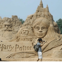 Memes, 🤖, and Castle: ary Potter • Look at this amazing sand castle! I can't believe Christmas and Hanukah are so close! What's a holiday tradition for your family?