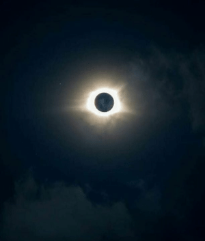 Memes, Eclipse, and Chile: Así se vio el eclipse total del sol en Chile. 😲