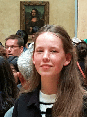 awesomacious:  This is a photo of my twin sister Lisa in front of the Mona Lisa…: awesomacious:  This is a photo of my twin sister Lisa in front of the Mona Lisa…