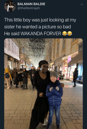 She does kinda look like Okoye (via /r/BlackPeopleTwitter): BALMAIN BALDIE  @theillestrajah  This little boy was just looking at my  sister he wanted a picture so bad  He said WAKANDA FORVER AS  WEINDL  ANZA She does kinda look like Okoye (via /r/BlackPeopleTwitter)