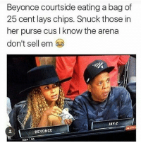 😩 FRESNO559 repost 😂 beyonce: Beyonce courtside eating a bag of  25 cent lays chips. Snuck those in  her purse cus know the arena  don't sell em  BEYONCE  NBA BA 😩 FRESNO559 repost 😂 beyonce
