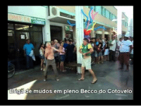 <p>The most awesome fight that never happened.</p>: Bİigade mudos em pleno Becco do Cotovelo <p>The most awesome fight that never happened.</p>