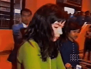 björk attacking paparazzi in 1996: björk attacking paparazzi in 1996