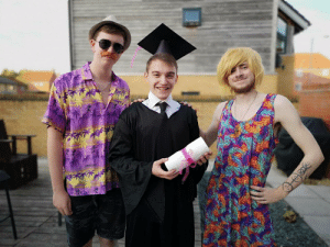 Dad, Funny, and Budget: CARIBBEAN My mate wasnt going to his graduation due to his parent being away. So we took a budget graduation photo and stepped in as mum and dad via /r/funny https://ift.tt/2A9YUx5