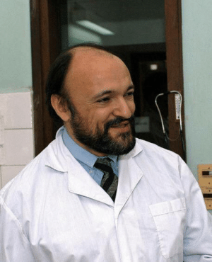 Old, Led, and Who: Carlo Urbani, italian epidemiologist who first identifed SARS as a new  highly dangerous disease. His early warning to WHO led to the worldwide alert which helped to safe countless lifes. However, the daily close contact with patients infected him and he died only 46 years old.