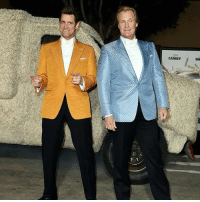 CARREY  DA This is how Jim Carrey and Jeff Daniels arrived to the 'Dumb and Dumber To' premier theladbible dumbanddumberto jimcarrey jeffdaniels