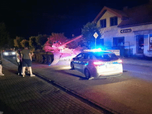 omg-humor:  Meanwhile in Poland someone was driving a f**ki*** tank on the streets.: CCOVAL omg-humor:  Meanwhile in Poland someone was driving a f**ki*** tank on the streets.