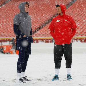 FOOTBALL. WEATHER. ❄❄❄  @DrewLock23 | @Broncos | @PatrickMahomes | @Chiefs    📺: #DENvsKC -- 1pm ET on CBS 📱: NFL app // Yahoo Sports app https://t.co/vP0U7ymcYs: chomes FOOTBALL. WEATHER. ❄❄❄  @DrewLock23 | @Broncos | @PatrickMahomes | @Chiefs    📺: #DENvsKC -- 1pm ET on CBS 📱: NFL app // Yahoo Sports app https://t.co/vP0U7ymcYs