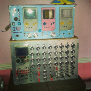 chrispalmermusic:  This a new 'Toy' a friend of mine has been building… so fun!http://dailyelectro.tumblr.com/: Co CoC  oo000  H chrispalmermusic:  This a new 'Toy' a friend of mine has been building… so fun!http://dailyelectro.tumblr.com/