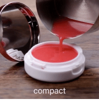 Girl Memes, Mint, and Blossom: compact DIY mint lip balm | via @blossom - Follow: 💫 @diys 🔥 Sigam: 💫 @diys 🔥 Seguir: 💫 @diys 🔥