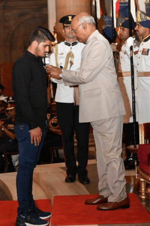 Congratulations brother. India is proud of you.   In 2017, a 14 year old Indian Kashmiri boy Irfan Ramzan Sheikh fought 3 armed terrorists, barehanded. He foiled an attack on his family. Today, he has been awarded with the Shaurya Chakra by the President of India. We salute his spirit 🙏: Congratulations brother. India is proud of you.   In 2017, a 14 year old Indian Kashmiri boy Irfan Ramzan Sheikh fought 3 armed terrorists, barehanded. He foiled an attack on his family. Today, he has been awarded with the Shaurya Chakra by the President of India. We salute his spirit 🙏