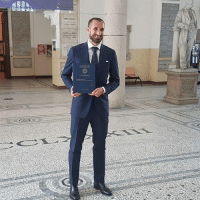 Juventus defender Giorgio Chiellini accepting his Master's degree in Business Administration from the University of Turin. What an example this guy is for kids coming up. 🇮🇹🎓: conny AtRPTe Juventus defender Giorgio Chiellini accepting his Master's degree in Business Administration from the University of Turin. What an example this guy is for kids coming up. 🇮🇹🎓