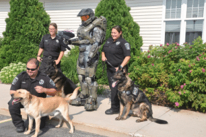 Cosplay Girls get thousands of upvotes, heres Master Chief posing with some brave doggos.: Cosplay Girls get thousands of upvotes, heres Master Chief posing with some brave doggos.