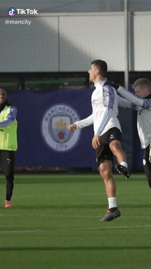 Leaked video of Man City training hard before the derby against Man Utd.. 😂🤣 https://t.co/kzJP4MN1ya: d Tik Tek  @mancity  CANCHE  STRE  CitTY Leaked video of Man City training hard before the derby against Man Utd.. 😂🤣 https://t.co/kzJP4MN1ya