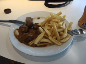 You've been scrolling for a while here take some IKEA meatballs and fries.: DE  GE  ENI  Calcium  Referentienarse neen  Dage kse referenenae  Bevat van natire aaeezige sUS You've been scrolling for a while here take some IKEA meatballs and fries.
