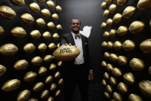 .@deshaunwatson is red carpet ready. 👏 #NFLTwitter  📺: #NFLHonors   Tonight at 8PM ET on FOX https://t.co/SCDn96DStW: .@deshaunwatson is red carpet ready. 👏 #NFLTwitter  📺: #NFLHonors   Tonight at 8PM ET on FOX https://t.co/SCDn96DStW