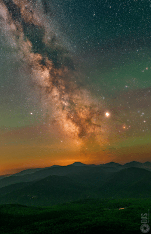 Milky Way, Com, and Dis: DIS  PHOTOVIDEO.COM The Milky Way rising amongst oodles of atmospheric airglow atop the Adirondack Mountains in NY [OC][1322 × 2048]