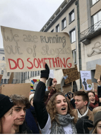 Belgium, College, and School: DO SOM THİNG  IIE +34,000 high school  college students skipped school today in Belgium to force politicians to take climate change more seriously.